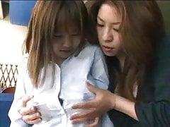 Grande lattazione adolescente erotica giapponese delle tette