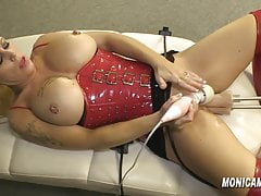 MonicaMilf tries a double fuckmachine - Norsk DP Porno