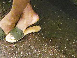 Black Foot Fetish Milf video: candid ebony feet