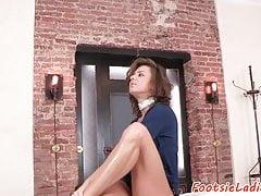 Pussyfucked stopy kochające Babe zostaje wywiercone