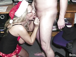 MILF Hure mit dicken Titten als Geschenk zu Weihnachten
