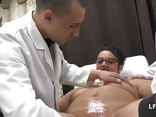 Amateur Squirting Bbw video: Grosse mature francaise grave double fistee chez le gyneco