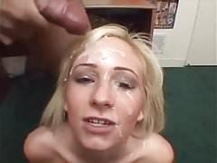 Slut sta parlando impertinente mentre lei si prende il viso