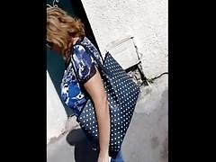 arabische Oma mit riesigen Titten und ohne Hijab in der Straße ausspioniert