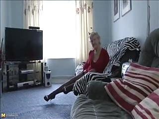 Grannies video: Classy older granny