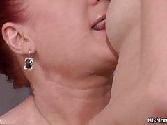 Jeune fille blonde séduit mature pour baiser avec vibro