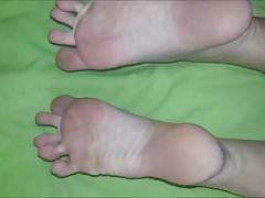 Annie muove i suoi piedi sexy (misura 40)
