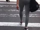 Large chocolate ass in yoga pants with VPL walks the street