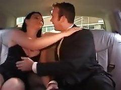 szofer don traktuje pana Rodericka do chętnej brunetki