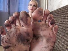 Schöne schmutzige Fußreinigung