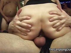 Amatoriale succhia e scopa la festa del sesso