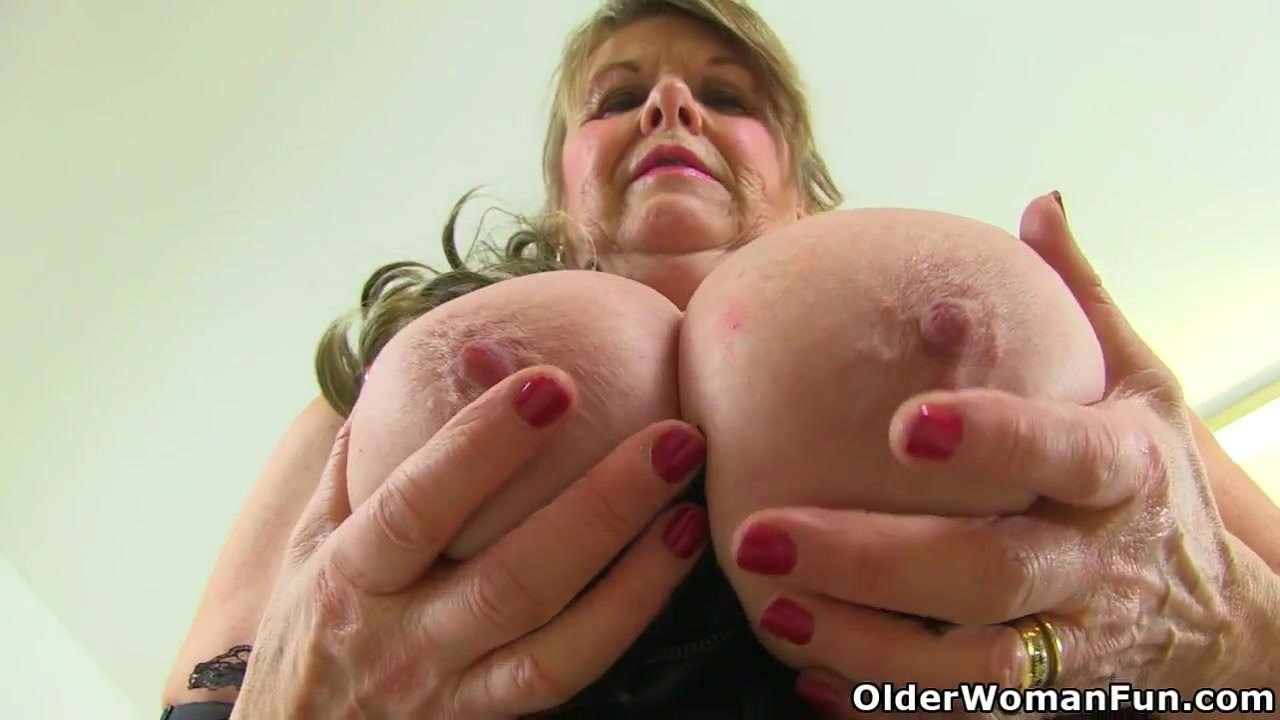 Женщины мастурбируют большой клитор