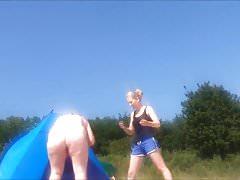 Spy tuku dozrává na nudistické pláži