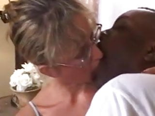 Amateur Interracial Blonde video: Hott Milf takes a BBC