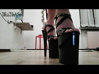 Bdsm Femdom porno: PLEASER SEXY HEELS