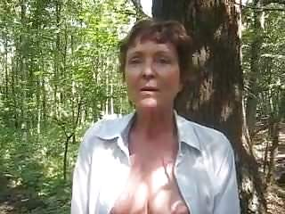 Flashing Outdoor video: lady stripping in nature