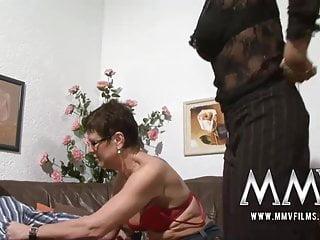 mmv電影刺穿成熟的妻子得到公雞