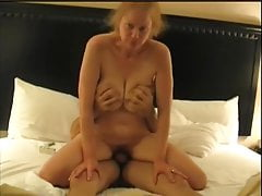 Floppy Big Tit matura nella maratona Fuck Session