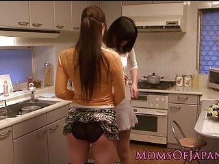 日本成熟从厨房的宝贝口服