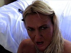 Hot Babe bekommt massive Sperma-Gesichtsbehandlung