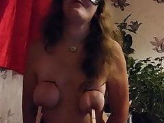 Leyla čeká balíček od sexshopu