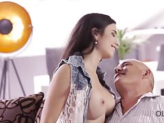 OLD4K. Sesso ruvido per una stupenda ragazza latina