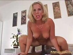 NWORSHIP White Blonde wife Sofia barare con Black Cock