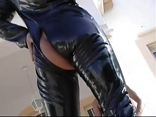 Latex video: Raunchy latex slut