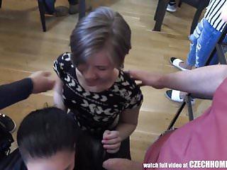 派對女孩吮吸和他媽的朋友