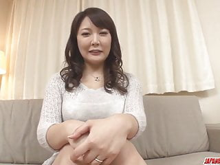 Hinata Komine變得僵硬的玩具更多在Japanesemamas com