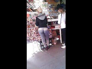 Upskirts Hidden Cams video: Terrible orto de turra en jeans bien clavados - Voyeur