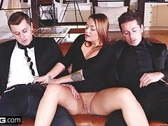 Glamkore - Une brune Euro dans un trio avec DP
