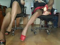 Webcam de dos piernas largas en tacones.