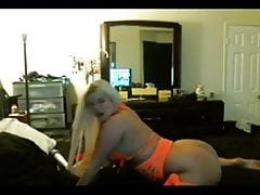 Big Assed Bleached Blonde Scopa una BBC su WebCam