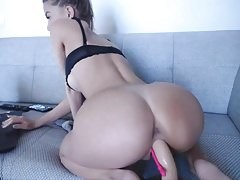 Sexy babe masturbating and squirting on webcam