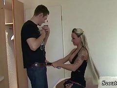 GERMAN STEP SISTER CORA helpt Bro en leert om anaal te neuken