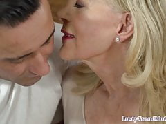 Mamie Cocksucking obtenir pussyfucked