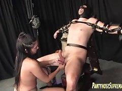 Femdom pantyhose škádlení a mučení mužského submisivního