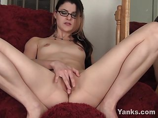 Yanks Lux Leota Fucks Her Toy