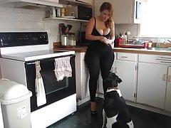 Big ass spandex milf na cozinha