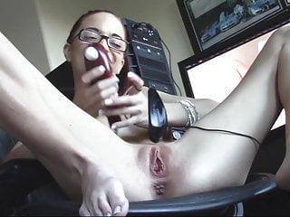 Softcore Double Penetration Dildo video: Preciosa pelirroja mouse insertion in pussy shaved