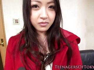 日本青少年在小組他媽的面部化