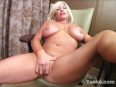 Big Jugged Yanks MILF Jenna Lynn masturbándose