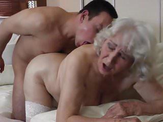 奶奶與毛茸茸的屄與男孩發生性關係