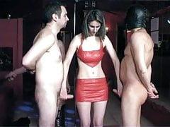 Schiava femminile fatta per stuzzicare subs
