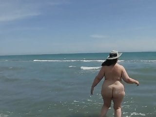 Public Nudity Bbw Swingers video: Swinger Rose Rockall on vacation after a DP gangbang