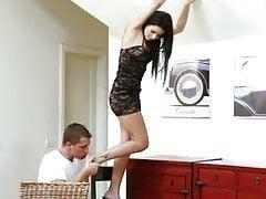Razz pomaga jej nie upaść i nie tylko