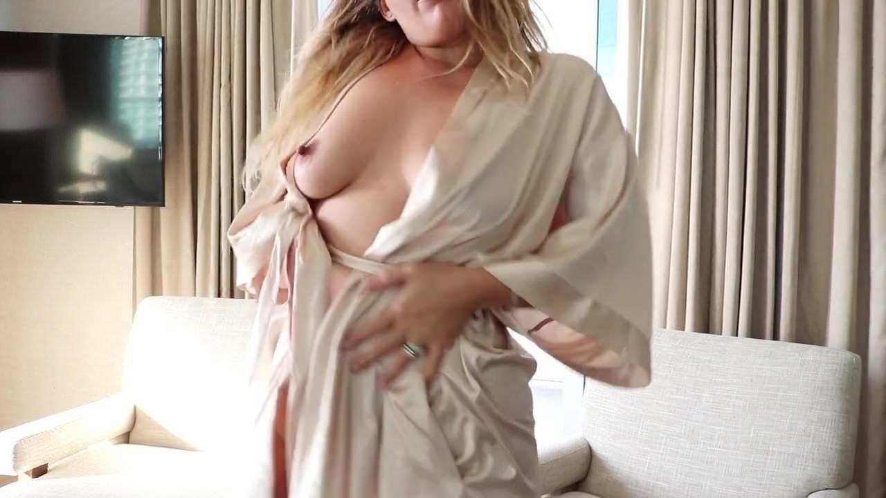 Девушка предлагает секс гаи