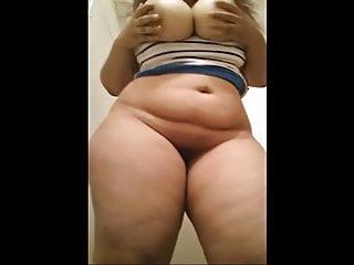 哇青少年美女与巨大的胸部n巨大的屁股自拍