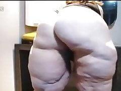 Granny Cellulite Ass a sténání třásně